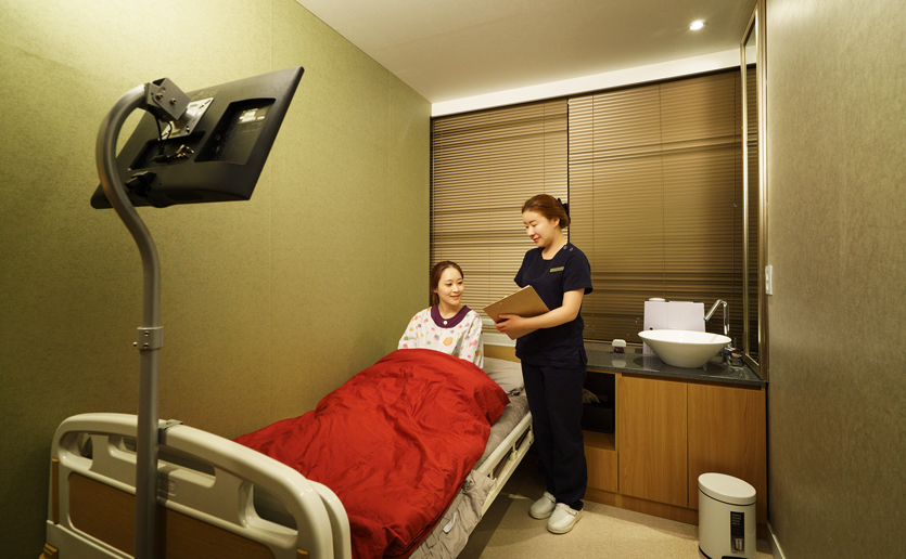 The nurse resides 24 hours a day to help each patients<Br> to recover comfortably in the recovery room.